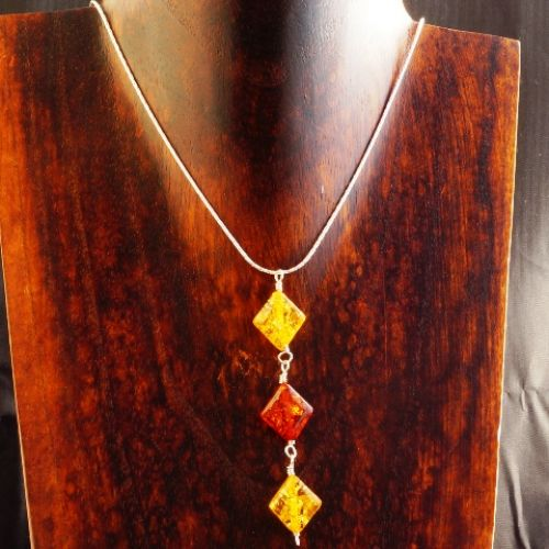 2 Tone Diamond Amber Pendant 02 Full View